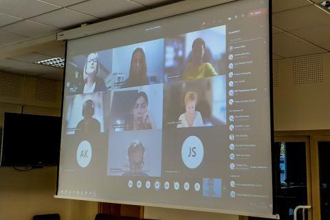 Ekran z uczestnikami spotkania na platformie Microsoft Teams