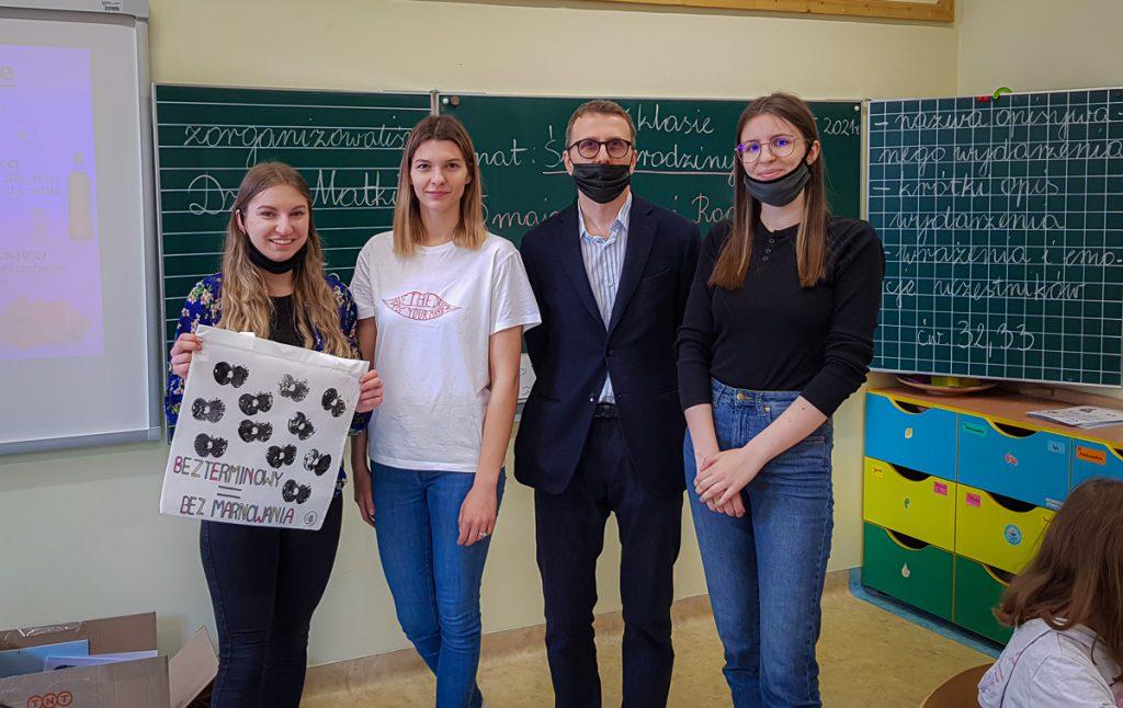 Opiekun i studentki - Studenckie Koło Naukowe Blank Canvas