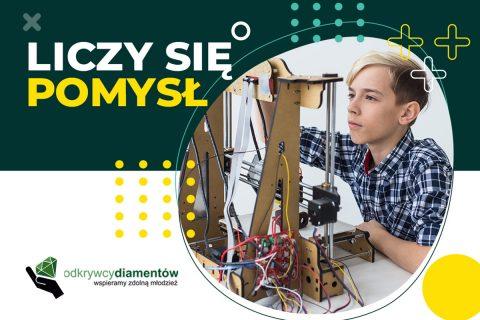 Młody innowator pracuje nad nowym odkryciem. Liczy się pomysł. Odkrywcy diamentów. Wspieramy zdolną młodzież.